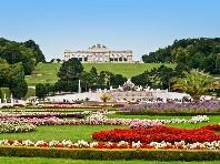 Májový koncert vídeňské filharmonie v Schönbrunnu  Dle programu