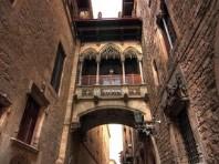 Barcelona letecky s koupáním v letovisku Sitges - letní dovolená