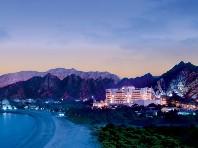 Al Bustan Palace Ritz Carlton Hotel - v červenci