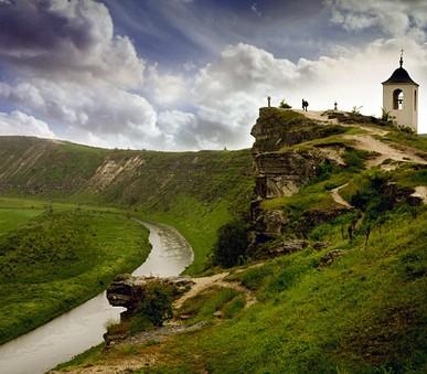 Turistika v rumunských Karpatech, vinné sklepy, pravoslavné kláštery a bizarní Podněstří
