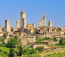 Krajinou cypřišů, olivovníků a přímořských vesnic za 5 památkami UNESCO a gurmánskými zážitky