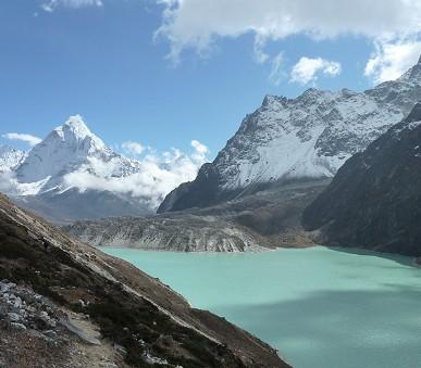 Oblíbený trek pod nejvyšší horou světa v Himálaji, výstup na Kala Pattar a Gokyo Ri (hlavní fotografie)