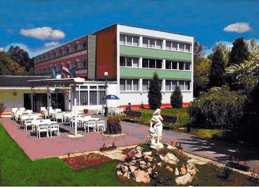 Hotel Platán (fotografie 1)
