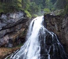 Alpské vodopády, soutěsky a Orlí hnízdo