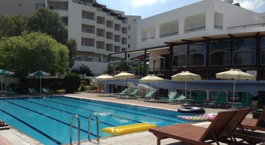 Pylea Beach Hotel (fotografie 1)