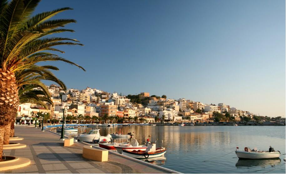 Kréta romantický přístav palmy lodě moře Řecko