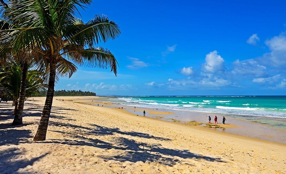 Krásná pláž Diani Beach na jižním pobřeží v Keni