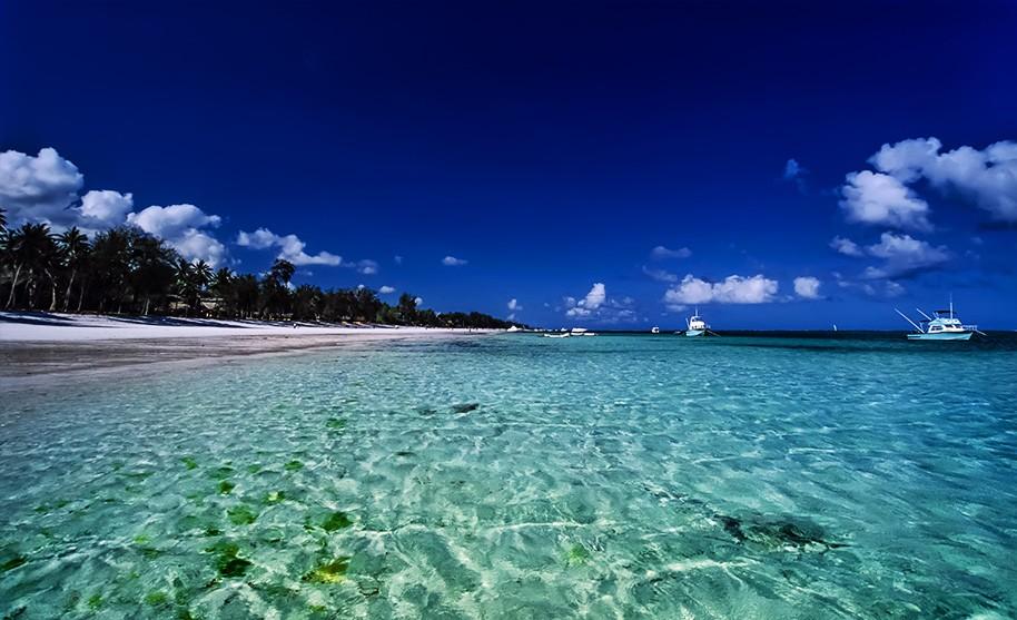 Čisté moře a krásná pláž Malindi Beach v Keni