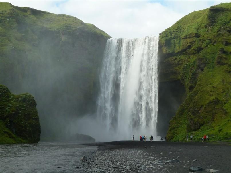 Island - mezi Ledovci, sopkami a horkými prameny (fotografie 1)