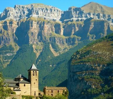 Pyreneje - turistika v národních parcích Pyrenejí a návštěva Barcelony