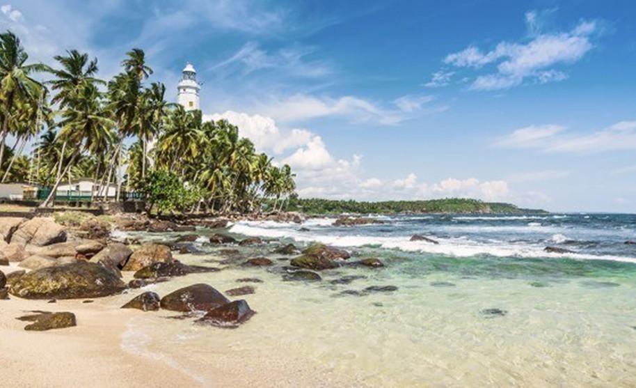 pláž s majákem Balapitiya