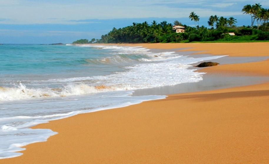 Pláž s oranžovým pískem, Bentota