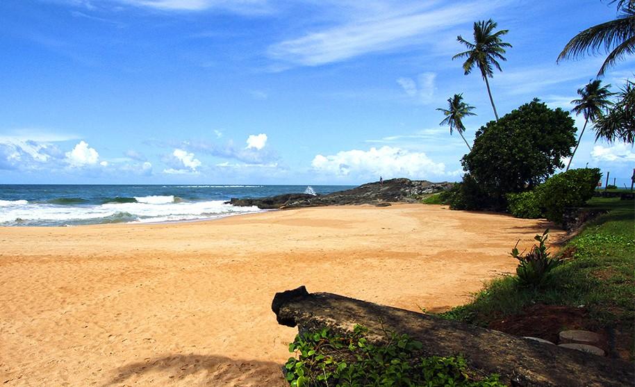 Zlatá pláž v oblasti Induruwa