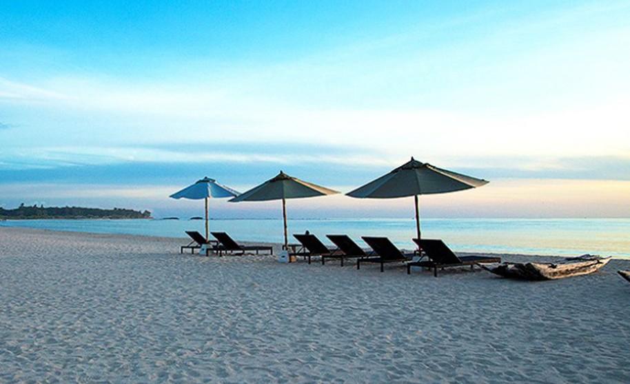 Západ slunce nad pláží, Passikudah