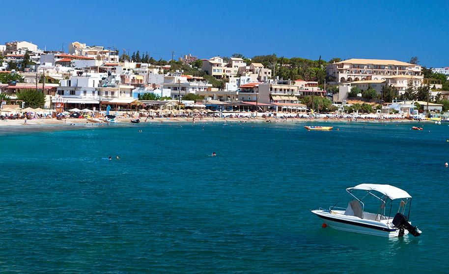 Kréta Agia Pelagiapobřeží pláž moře loď Řecko
