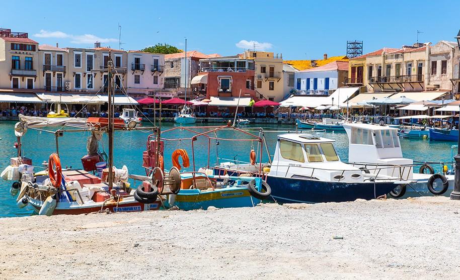 Kréta Chania maják moře pobřeží přístav lodě taverny Řecko