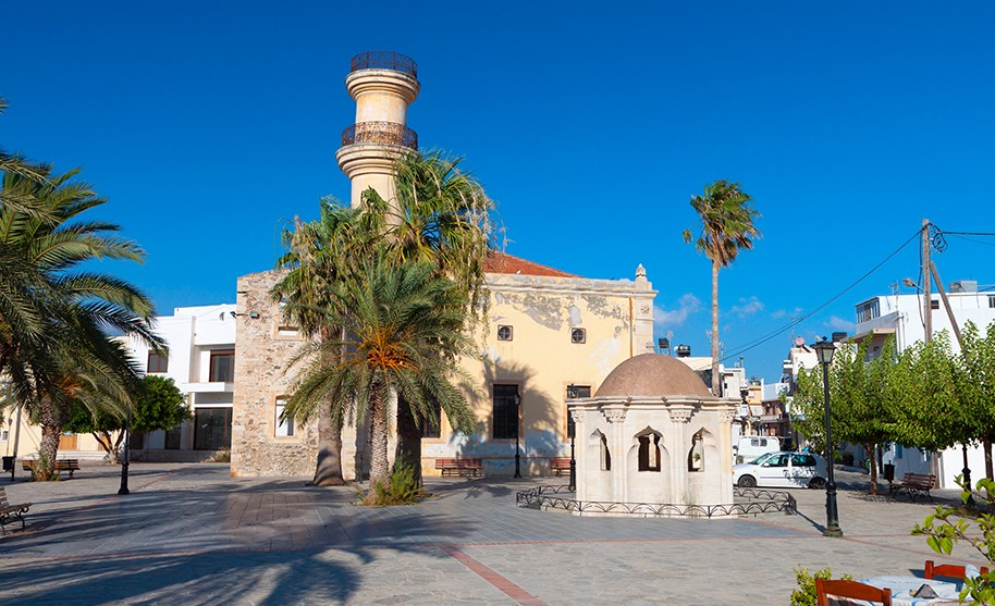 Kréta Ierapetra kostel mešita památky město palmy Řecko