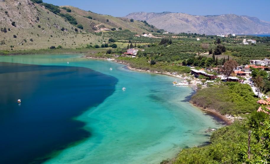 Kréta Rethymno příroda hory jezero Kournas výlet Řecko