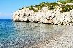 Rhodos typická pláž moře skály slunce Řecko
