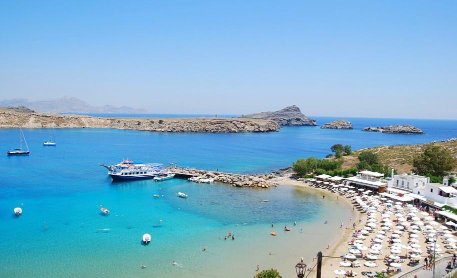 Rhodos Lindos moře pláž písek slunce zátoka taverny akropole Řecko