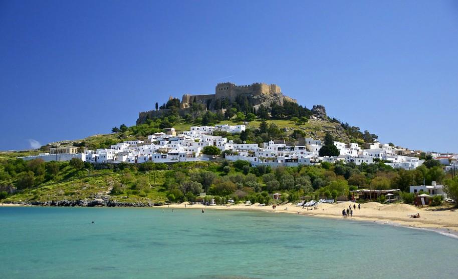 Řecko Lindos pláž moře akropole přístav antika chrám Řecko