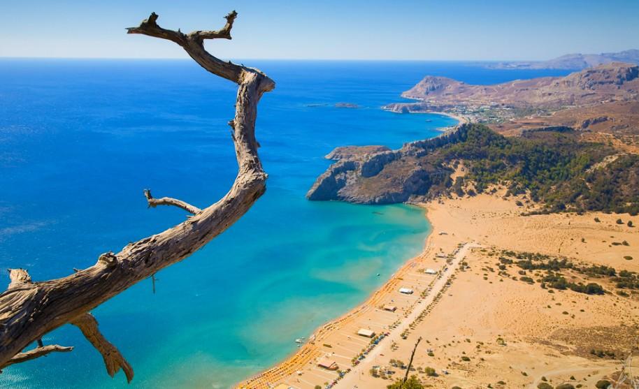 Řecko pobřeží dlouhé pláže písek modré moře slunce