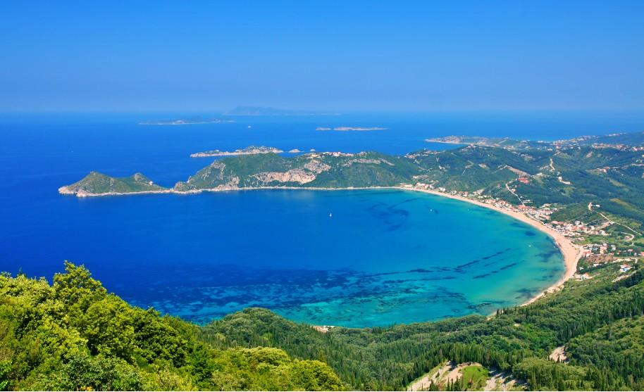 Řecko pláže zátoka písek modré čisté moře Řecko