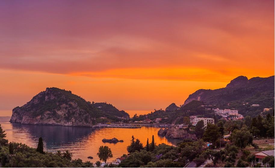 západ slunce na Korfu v Paleokastritsa