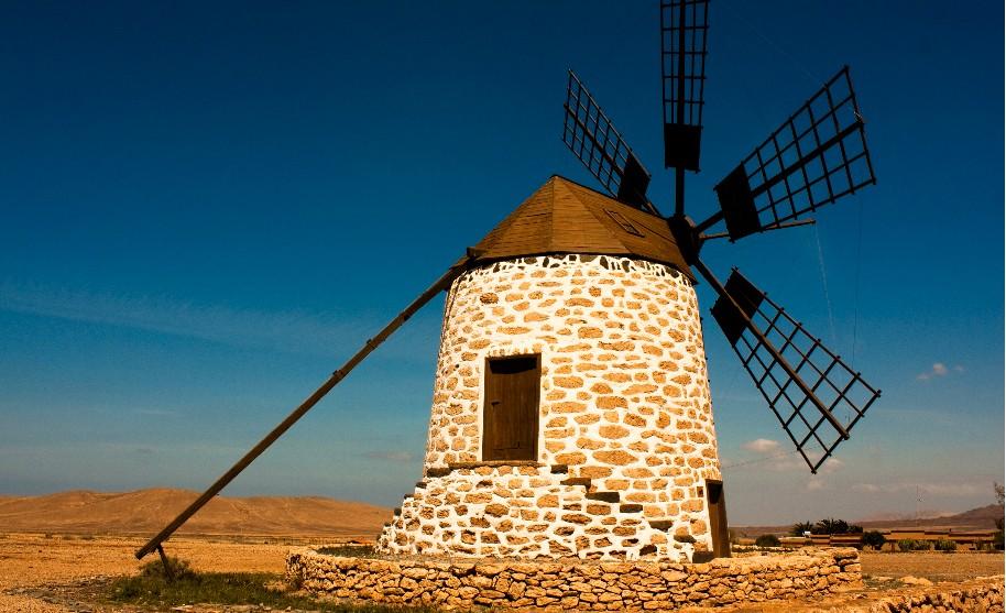 tradiční větrný mlýn na ostrově Fuerteventura