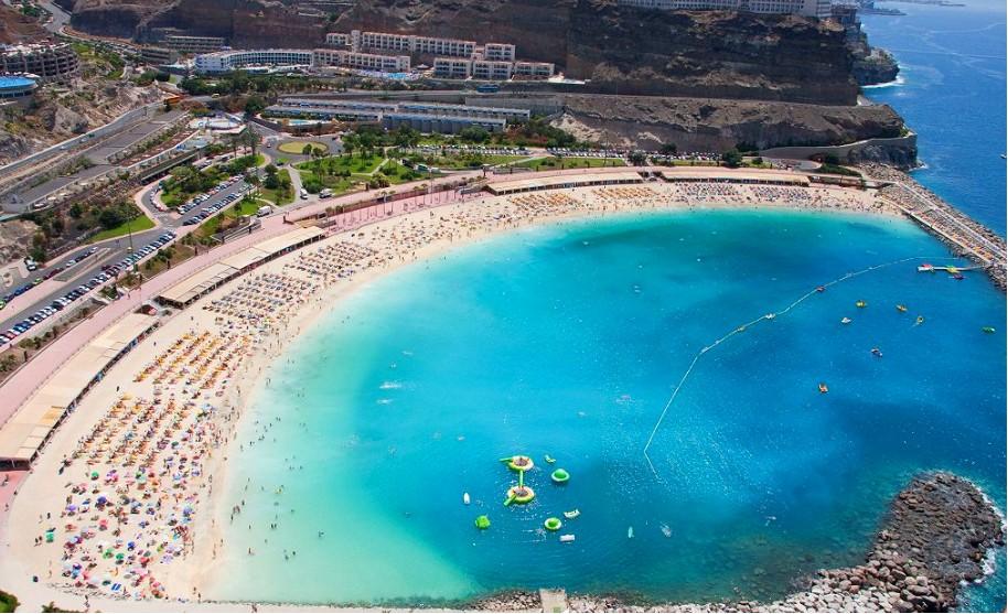 Písečná pláž Playa Taurito na Gran Canaria