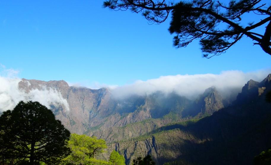 sopka a modré nebe na La Palma na Kanárských ostrovech
