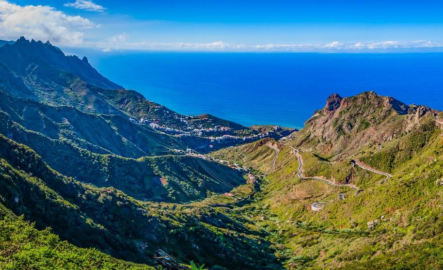 sopky a krásná příroda na Tenerife na Kanárských ostrovech