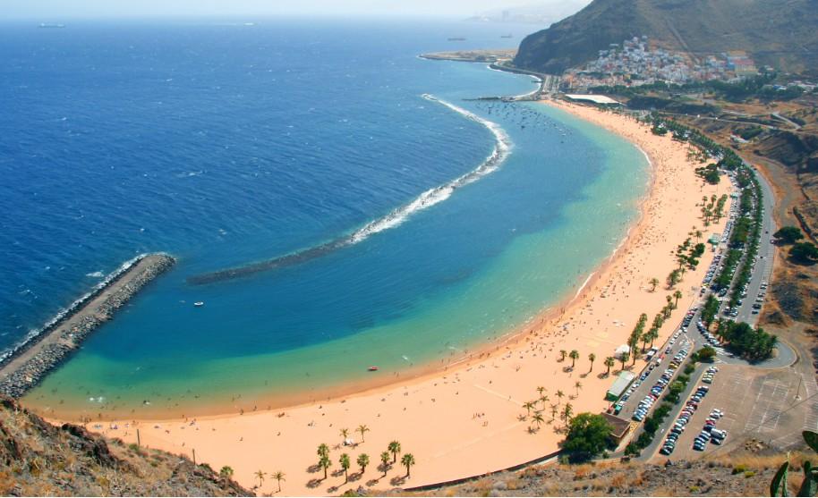 pláž se zlatým pískem Playa de Las Teresitas na Tenerife