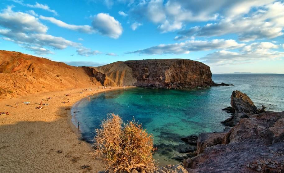 Playa del Papagayo, krásná písčitá pláž na Lanzarote