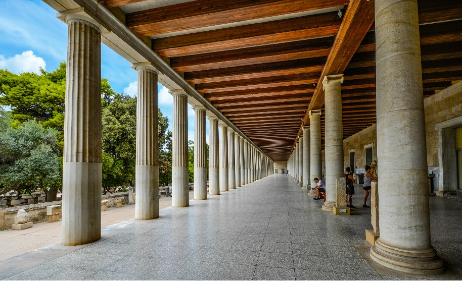 antická agora tržiště v Athénách v Řecku sloupy