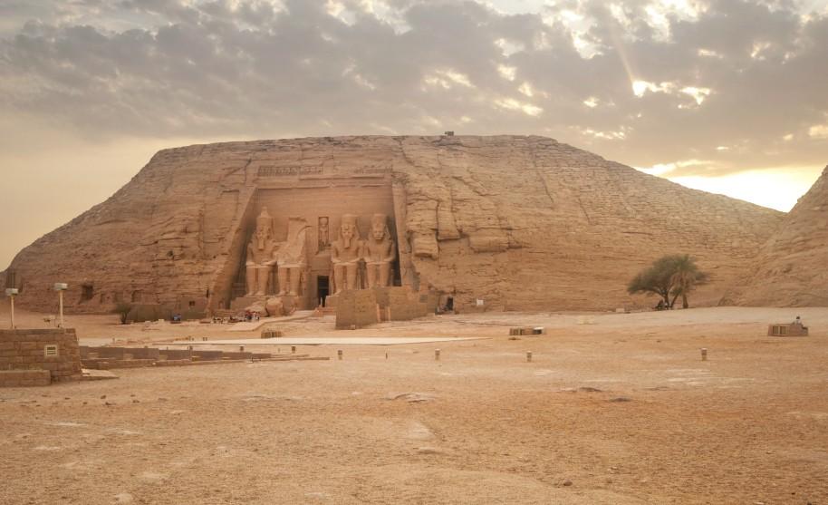 Výlet na Abu Simbel Ramses v Egyptě