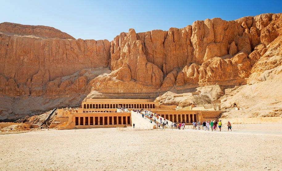 """Džeser-Džeseru neboli """"Nejposvátnější z posvátných"""" v Dér el-Bahrí v Egyptě"""
