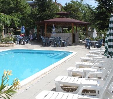 Chris Family Hotel (hlavní fotografie)