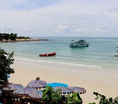Hotel La Lune Beach Resort / Bangkok Palace Hotel