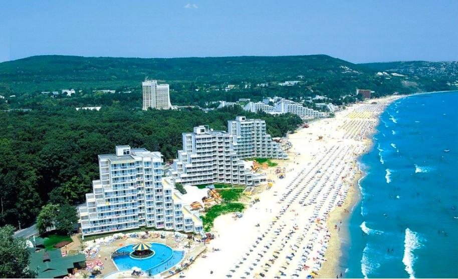 Písečná pláž v Albeně v Bulharsku