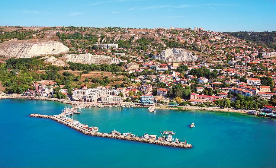 Balčik - přístav a pískovcové skály