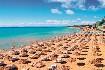 Krásná písečná pláž v Nesebaru v Bulharsku