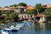 Přístav s loďkama v Nesebaru v Bulharsku