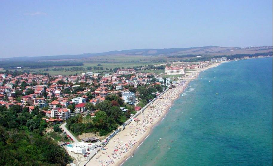 letovisko Obzor v Bulharsku s písečnou pláží