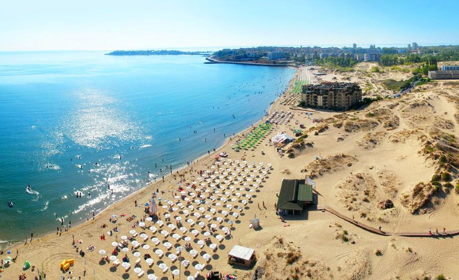 Krásná písečná pláž na Slunečném pobřeží v Bulharsku
