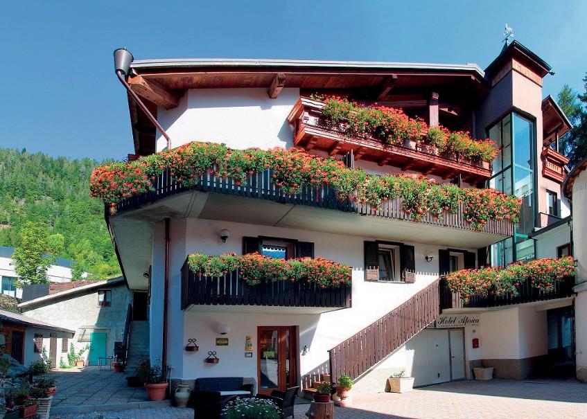 Garni Hotel Aprica (fotografie 1)