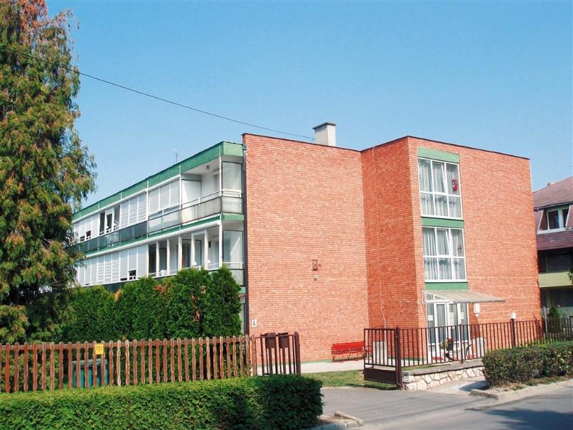 Apt. dům Tavasz (fotografie 1)