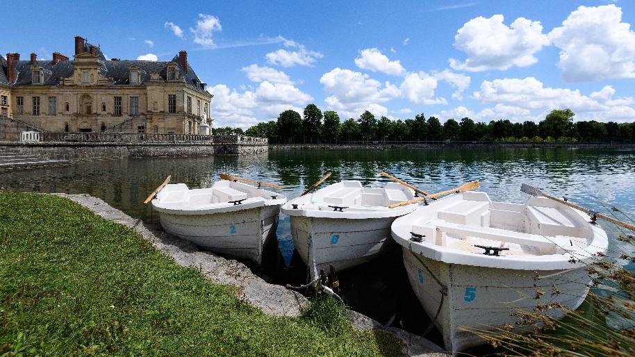 Paříž klasická i současná a moderní a královská sídla Fontainebleau a Versailles (fotografie 1)