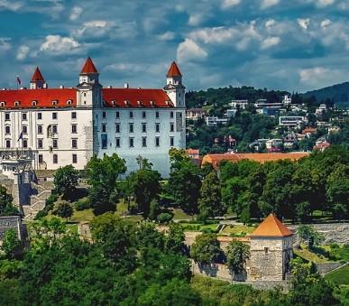 Bratislava s plavbou po Dunaji