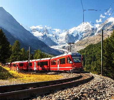 Nejkrásnějšími kouty Švýcarska panoramatickými drahami - Vlakem